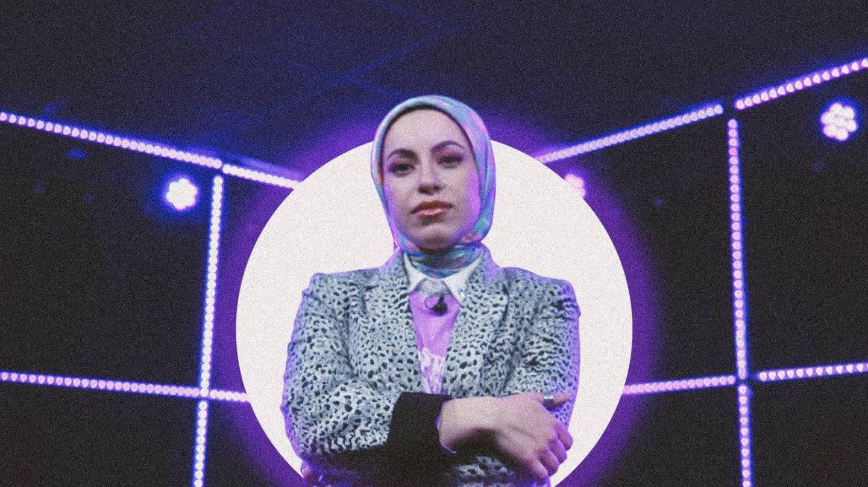 Rapper Mona Haydar: 'Ook al haat je het, ik draag mijn hoofddoek nog steeds'